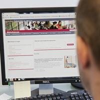 Service de réponse en ligne - crédit photo : UPEC / Nicolas Darphin